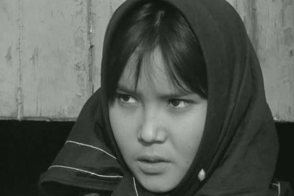 Роль в фильме «Первый учитель» принесла актрисе престижную награду Венецианского кинофестиваля