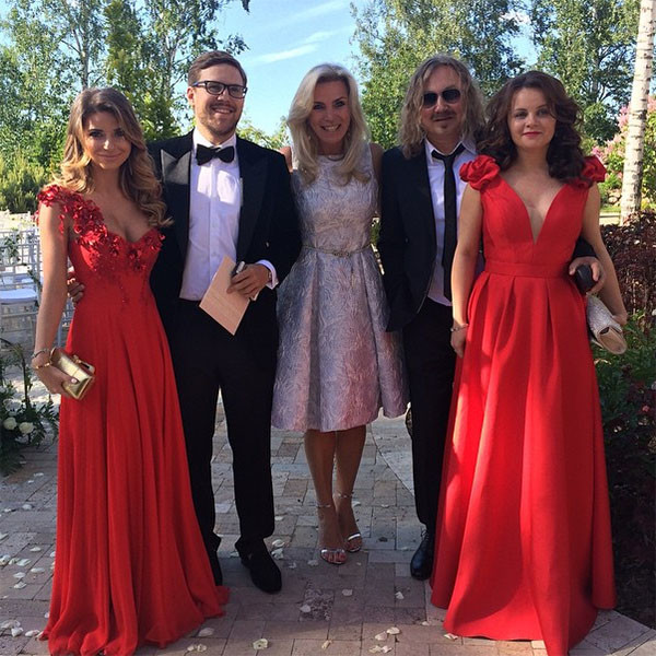 Галина Юдашкина с мужем Петром Максаковым, Марина Юдашкина и Игорь Николаев с женой Юлией Проскуряковой