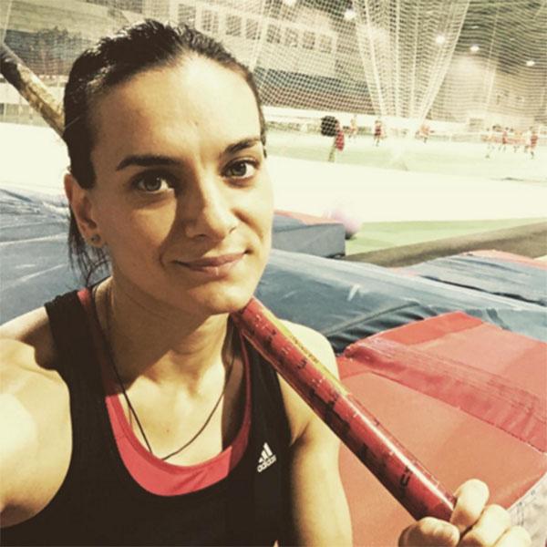 «Отпахала», - лаконично подписала снимок, сделанный после одной из тренировок, Елена Исинбаева