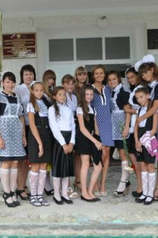 Маша с школьниками 1 сентября в г. Крымск