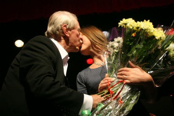 Супруги нежно относятся друг к другу