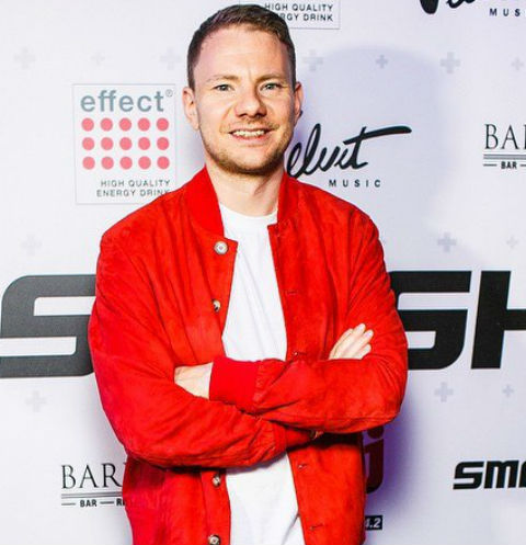 Избившего DJ Smash экс-депутата осудили на два года колонии