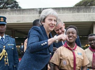 Танец премьер-министра Великобритании Терезы Мэй назвали «судорогами»
