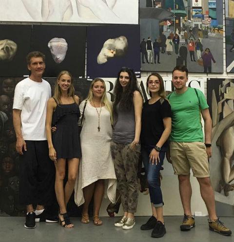 Илья Бачурин и Надежда Сысоева на выставке на Винзаводе