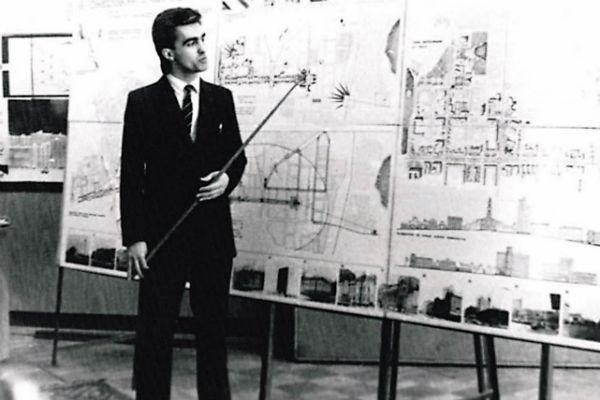 Вячеслав окончил архитектурный институт и даже участвовал в проектировании метрополитена Екатеринбурга, 1984 год