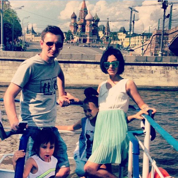Саша Зверева с мужем и детьми