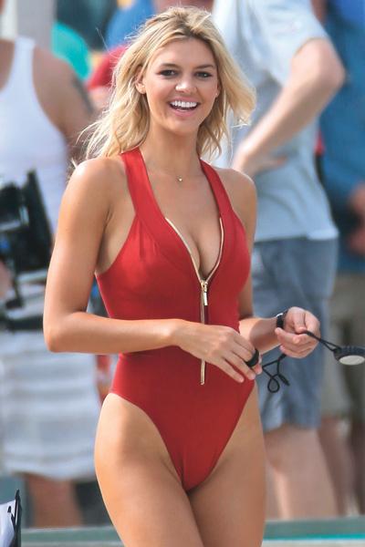 Келли Рорбах оставила Лео ради роли в сериале и красного купальника а-ля Памела Андерсон