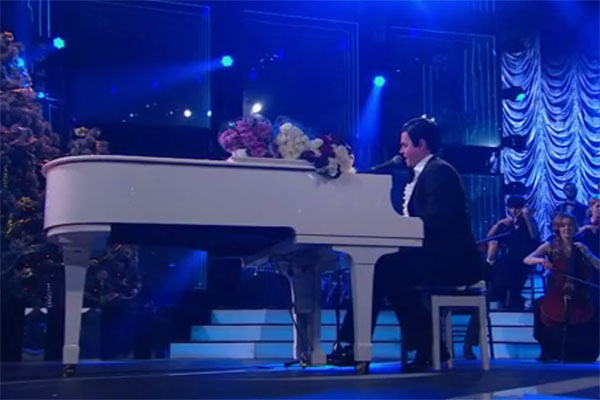 Евгений Дятлов исполнил песню Муслима Магомаева «Море»