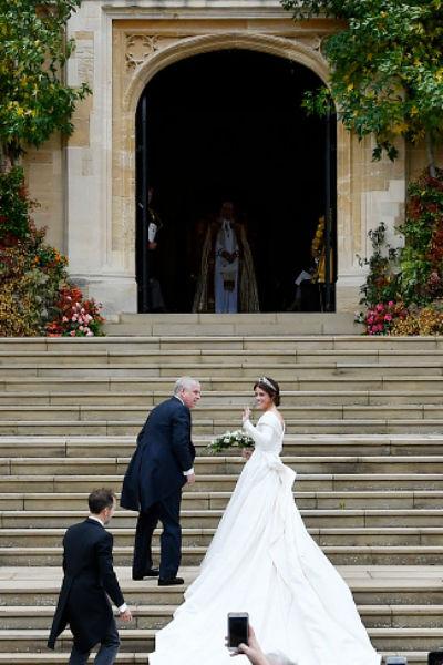 Изготовлением платья для принцессы занимались Питер Пилотто и Кристофер де Во