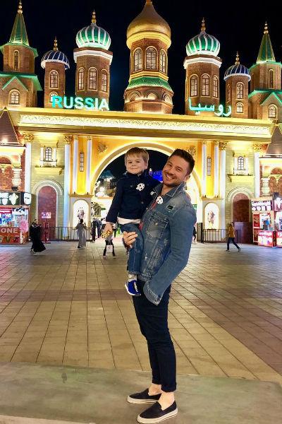 Лазарев проводит много времени с ребенком