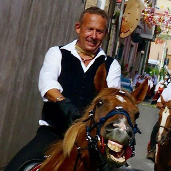 Директор TEZ TOUR Сардиния - Виктор Сергеев на своем любимчике   Нуредду, он же  Нурик.
