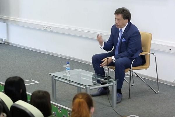 Михаил Барщевский является заведующим кафедрой юриспруденции МГУУ Правительства Москвы