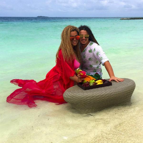 Влюбленные рады, что остановились в отеле Constance HALAVELI Maldives