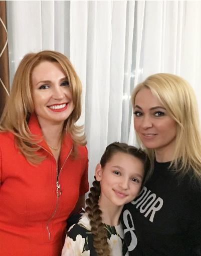 Яна Рудковская с Лизой и Мариной Анохиными