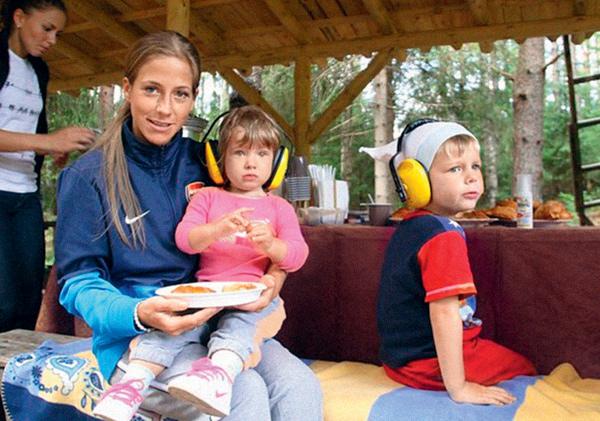 Юля с дочкой Яной и сыном Артемом на отдыхе, 2012 год