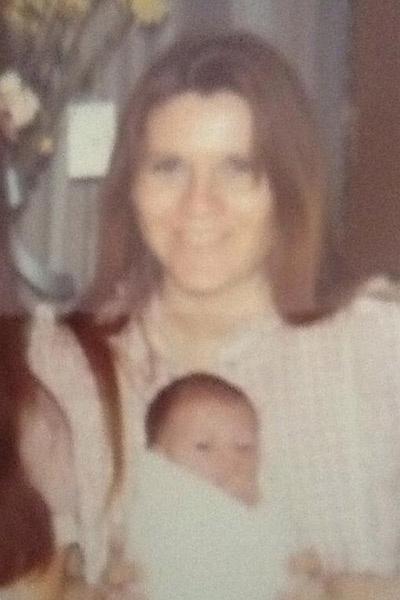 Новорожденная Вика с мамой