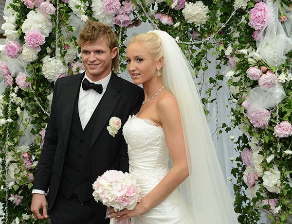 Ольга Бузова и Дмитрий Тарасов в день свадьбы, 26 июня 2012 года