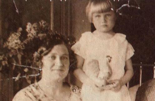 Бабушка Зина с дочкой Таней, мамой Анны Семенович. Середина 50-х годов