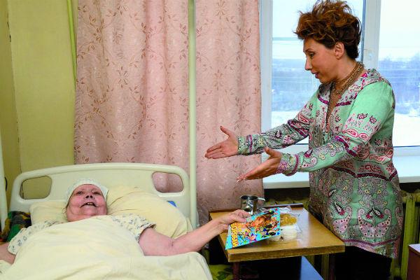 Антонина Леухина больше 17 лет прикована к постели. Часто к ней в гости приезжает сын и внуки