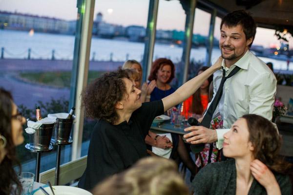 Поддержать актера пришла его коллега по театру Ксения Раппопорт