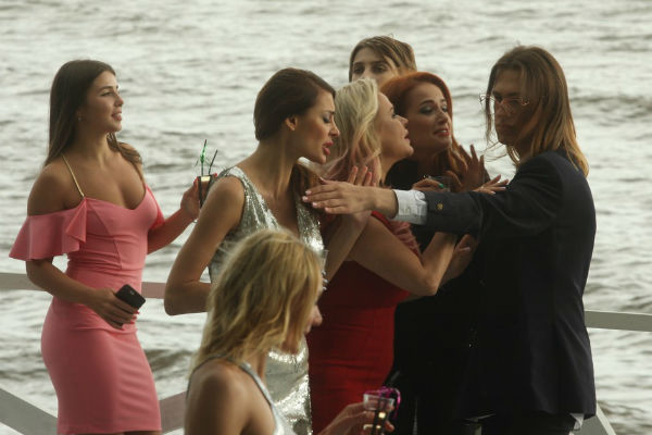 Алексей Жидковский сыграл роль грозного бодигарда, который выгнал подруг с вечеринки