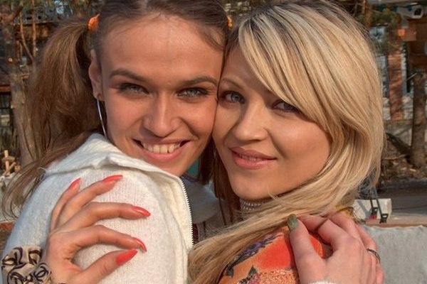 Оксана Аплекаева и Алена Водонаева