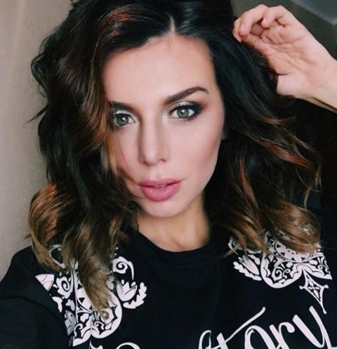 Анна Седокова решила рожать третьего ребенка за рубежом