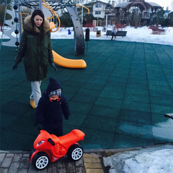 Агния Дитковските во время одной из прогулок с маленьким Федей