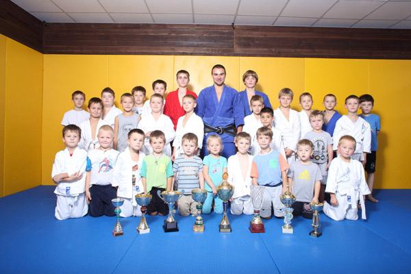 Артем Артемьев со своими учениками
