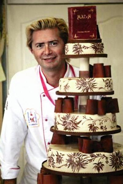 Селезнев часто делает торты звездной семье. Этот был изготовлен ко дню рождения Галкина