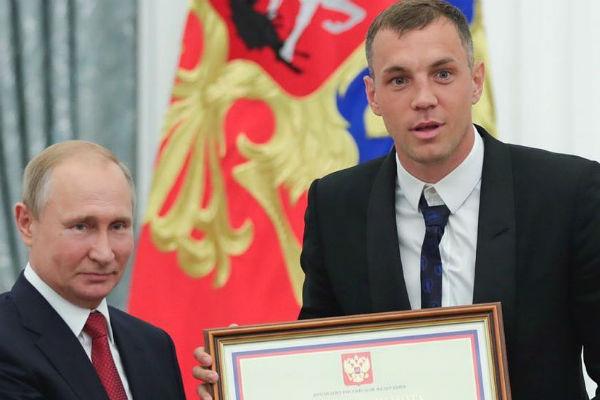 Артем Дзюба даже предложил Владимиру Путину заняться футболом