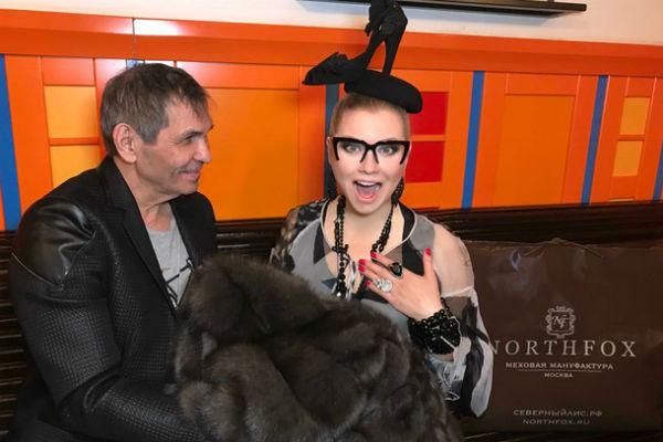 Лена не отказалась от щедрого подарка Бари Алибасова, шубы NorthFox