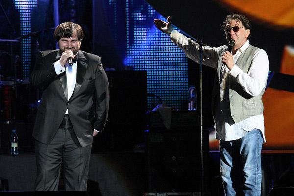 Лепс представил Шарипа Умханова широкой публике на своем концерте в «Крокус Сити Холле» 16 июля 2013 года, за полтора месяца до начала «Голоса»