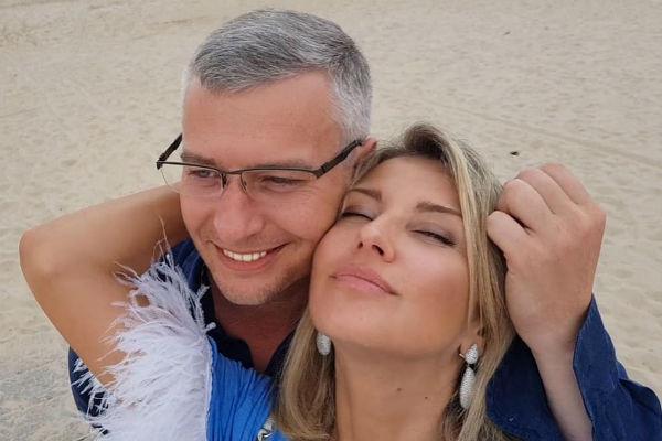 Об отношениях Екатерины и Артема стало известно в июле 2017 года
