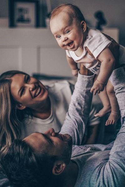 Супруги воспитывают дочь Мию