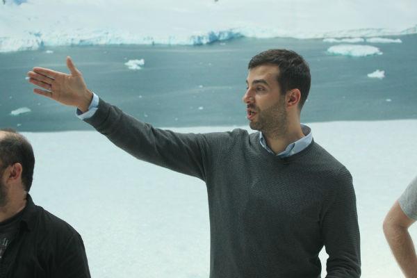 Иван Ургант проводит экскурсию по декорациям фильма