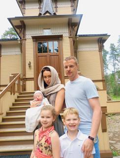 На крестины всей семьей (слева направо): Алекс, Катя, Слава, Ксюша и Максим Малафеевы