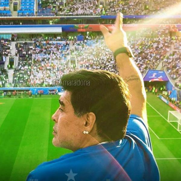 Марадона очень активно и эмоционально болеет за сборную своей страны