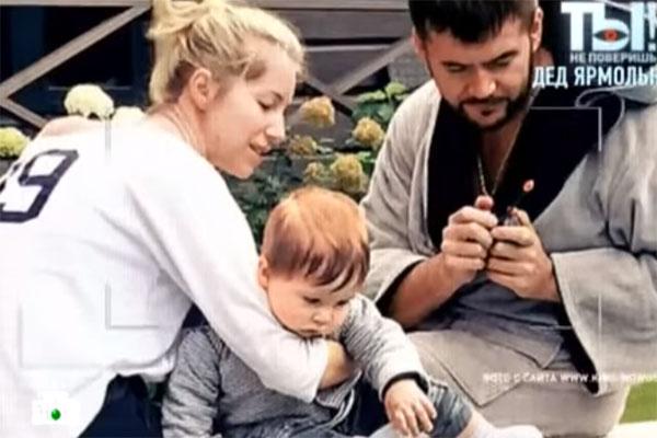 Дочка Леонида Ярмольника Саша с сыном Петей и мужем Андреем Мальцевым