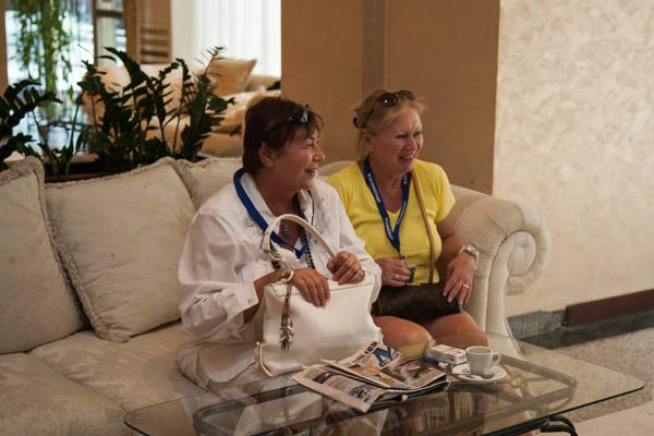 Говорухин и Винокур прибыли на кинофестиваль в сопровождении жен - Галины Борисовны и Тамары Викторовны