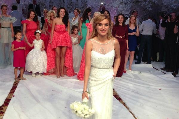 Букет невесты Ксении пришлось бросать дважды