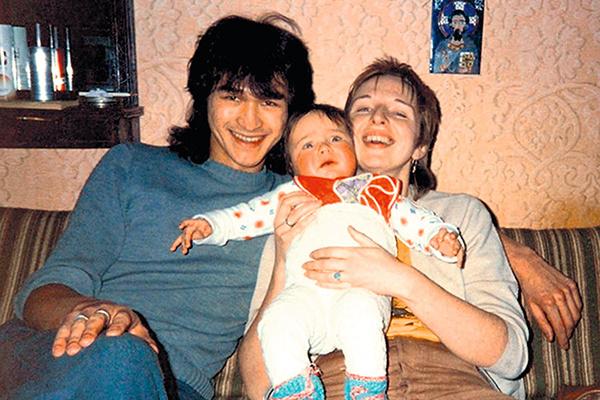 Виктор Цой с семьей