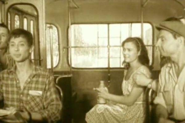 Нина Дорошина и Олег Даль в картине «Первый троллейбус»