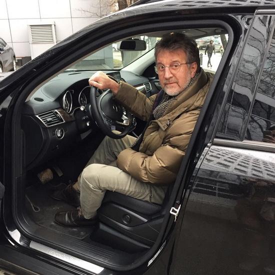 Леонид Ярмольник приехал в Екатеринбург с новогодним спектаклем спектакль «И снова с наступающим»