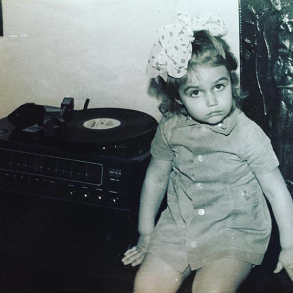 Мама Алены Водонаевой поздравила дочь, опубликовав этот снимок из семейного архива