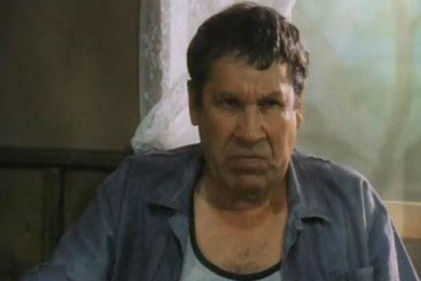 Актер блестяще сыграл посетителя бара в фильме «На полпути в Париж»