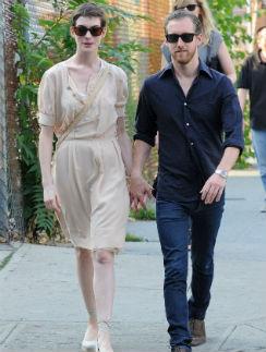 Пара во время прогулки по Бруклину