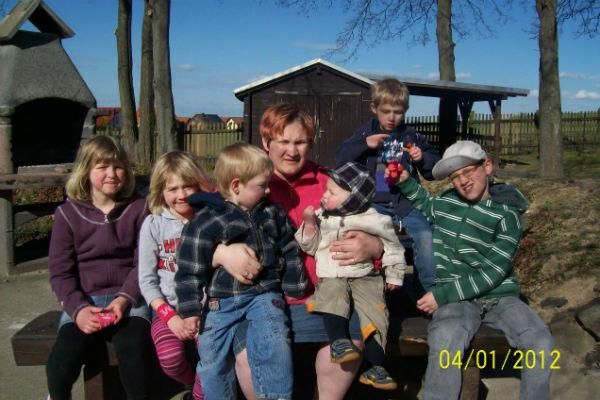 Последняя встреча мамы и детей, апрель  2012 года (слева направо): Маша – 7 лет,  Анджелина – 6 лет, Давид – 3 года, Андрей –  год и 4 месяца, Виктор – 5 лет, Илья – 10 лет