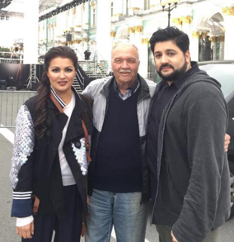 Анна Нетребко с отцом и супругом в Северной столице