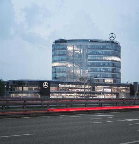 «Любимая машина Энди Уорхола» в салоне продаж «Mercedes-Benz RUS»